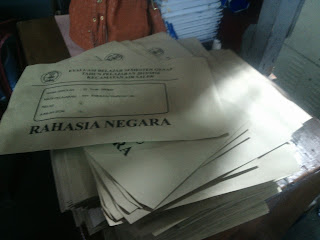 Cetak amplop coklat untuk menyimpan dokumen