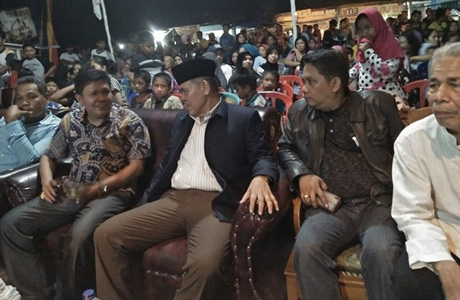 Hadiri Puncak HUT RI di Balimbiang, Emzalmi 'Panen' Dukungan