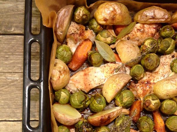 Пиле с пресни картофи, моркови и брюкселско зеле