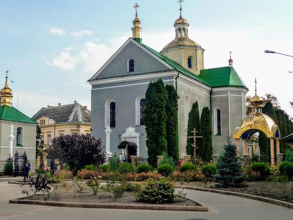 Золочев. Ул. Маркияна Шашкевича. Воскресенская церковь. 1604 г.