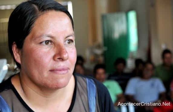 Misionera Guadalupe Hernández,realiza labor en México