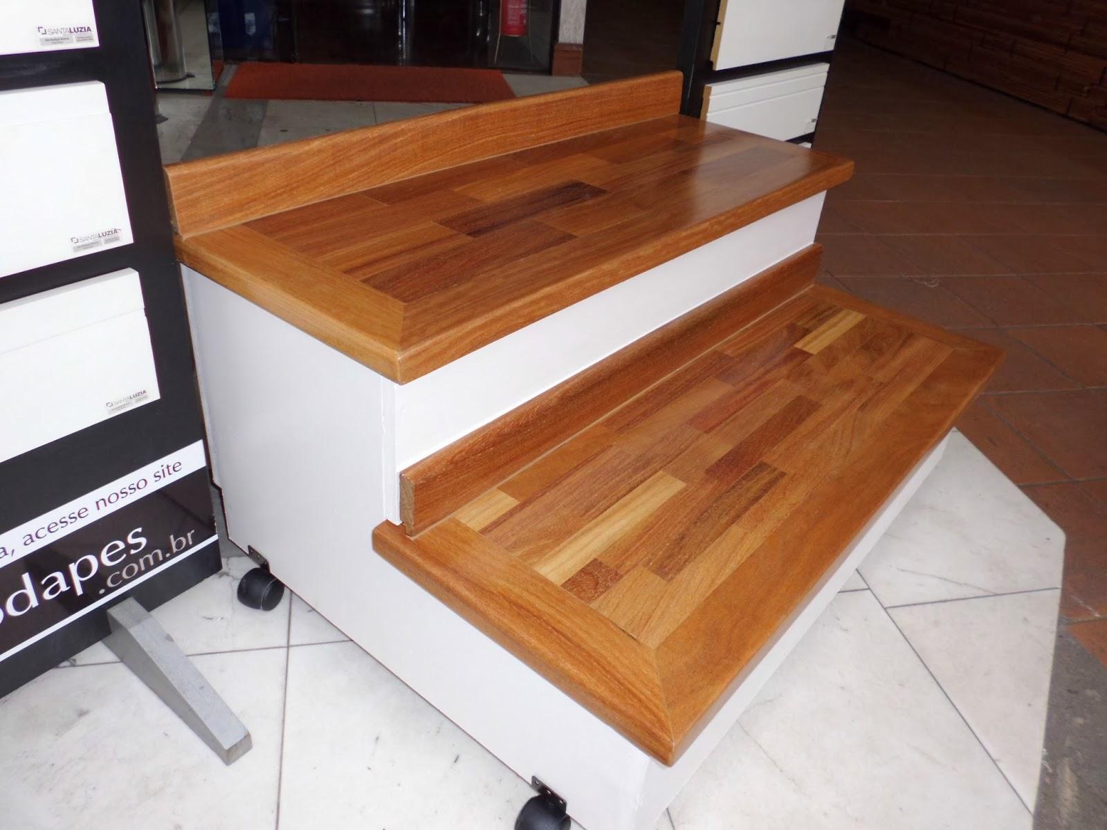 Revestimento de escadas em madeira