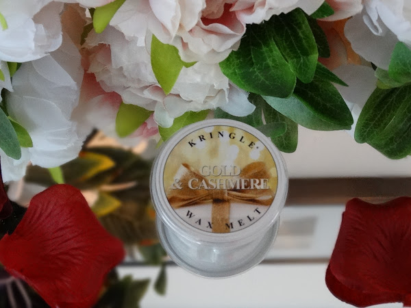 KRINGLE CANDLE | GOLD & CASHMERE