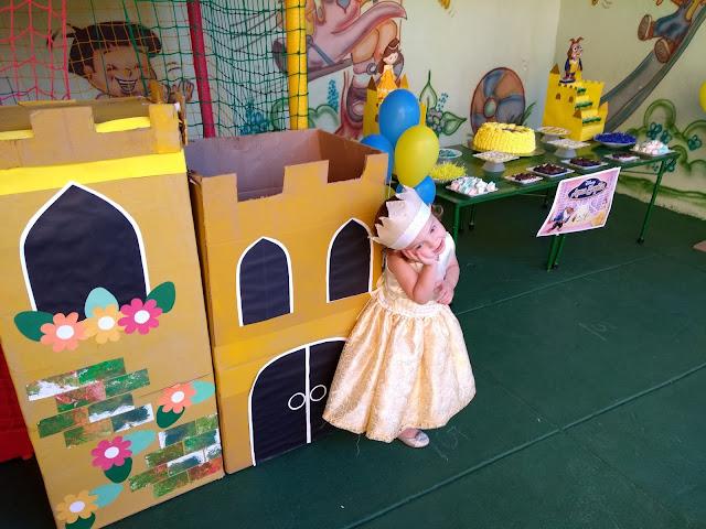 castelo a bela e a fera, castelo de papel, castelo de papelão, castelo de princesa, castelo diy
