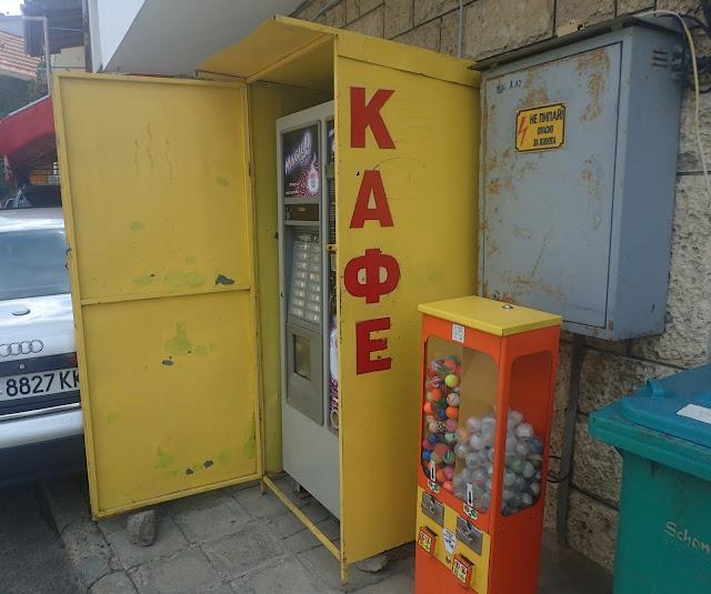 Klimatyczna szafka na automat z kawą ;)