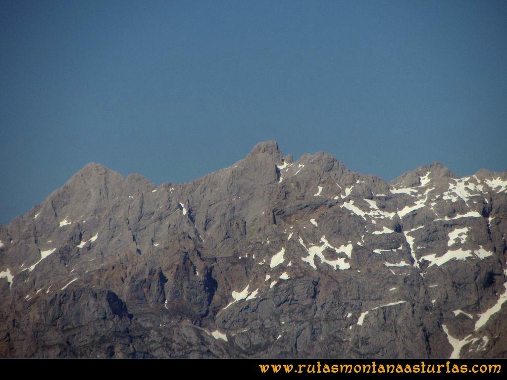Transcantábrica Tarna-Ponga: Vista del Torrecerredo desde las inmediaciones del Pontón