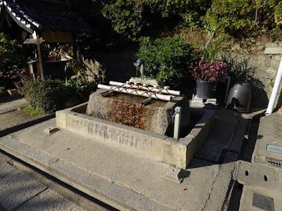 野崎観音・慈眼寺(じげんじ)の龍の手水舎