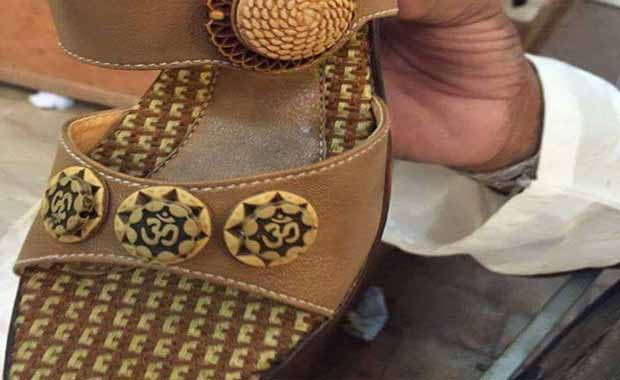 pakistan-selling-shoes-inscribed-with-om