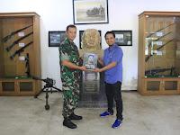 Divif 2 Kostrad Dihadiahi Buku Biografi Pangkopur ll Ke-5