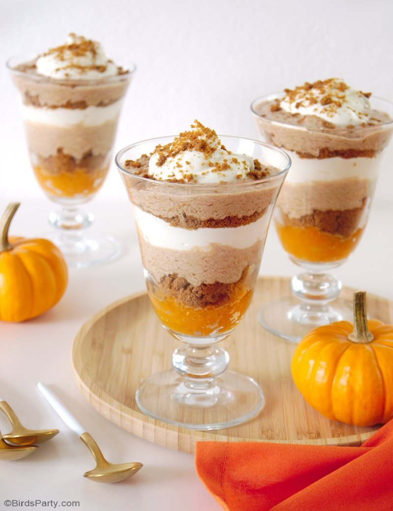 No-Bake Pumpkin Spice Parfaits Recipe - a delicious, quick and easy to make dessert for fall or Thanksgiving celebrations! by BIrdsParty.com @birdsparty #recipe #dessert #pumpkinspice #pumpkinspiceparfait #pumpkinparfait #pumpkindessert #falldesssert #thanksgivingdessert #nobakdessert