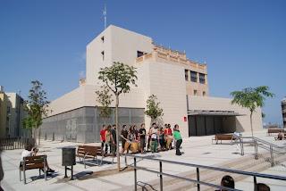 Batucada davant el Casal d'entitats Mas Guinardó (Barcelona) per Teresa Grau Ros