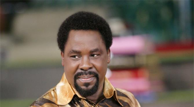 A prediction by influential Nigerian TV evangelist TB Joshua that Hillary Clinton would win the US presidential election has been removed from his Facebook account.