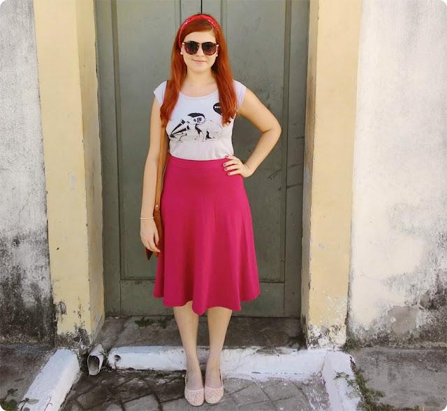 look retrô feminino com saia midi