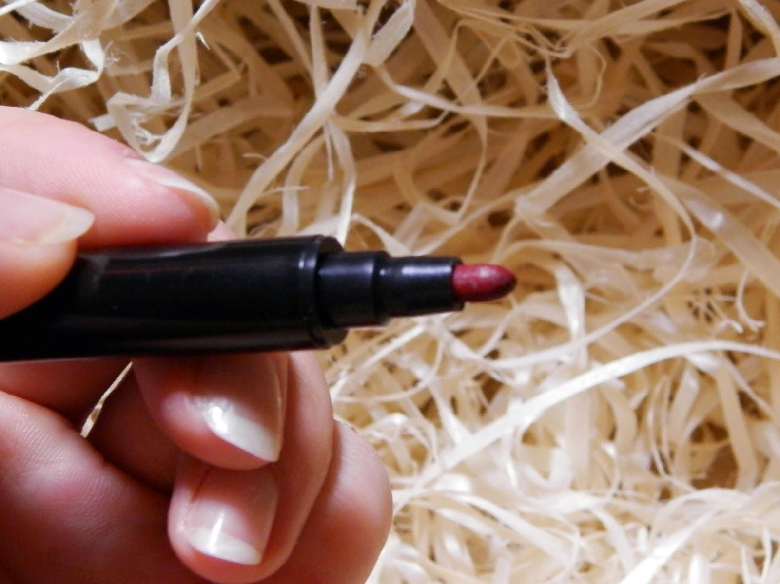Henna Lips: Idealnie Nieidealne Malinowe Usta.: Curiosa