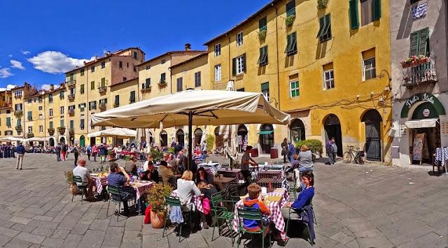 O que ver/fazer na Piazza dell'Anfiteatro em Lucca