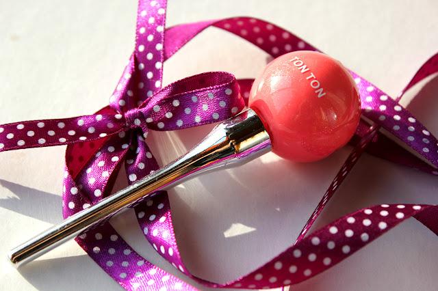 Отзыв: Бюджетно. Мини-блеск для губ из интернет-магазина BornPrettyStore. - Mini Lollipop Design Moist Plump Lip Gloss Lip Tint.