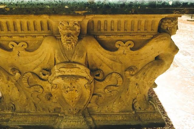 ファルネーゼ宮のテーブル(The Farnese Table)