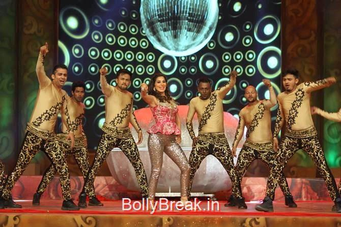 Sophie Choudhry, Katrina,  Shah Rukh, Priyanka, Deepika At Umang 2015