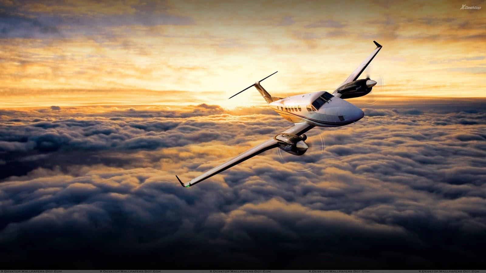 Avião sobrevoa camada de nuvens altas