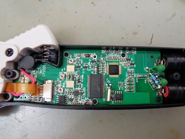 Alicate amperímetro Mustool MT866