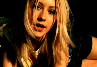 videos-musicales-de-los-90-christina-aguilera-genie-in-a-bottle