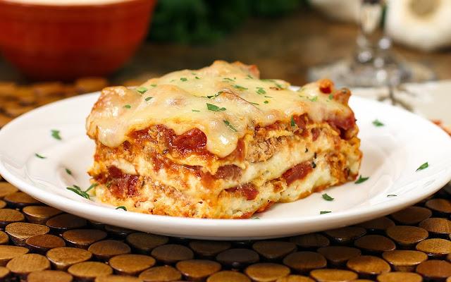 http://www.theslowroasteditalian.com/2013/03/quick-easy-cheesy-meat-lasagna.html