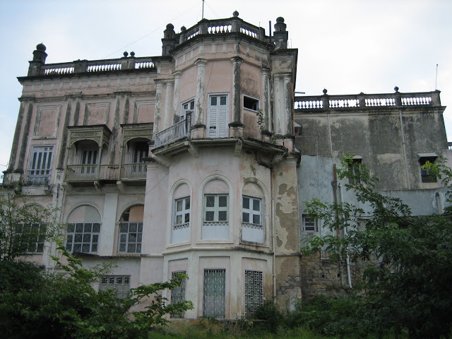 one of the creepiest haunted places in Hyderabad is the haunted house in Erramanzil.