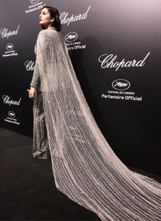 huma-qureshi-slays-cannes-with-stars-in-her-dress