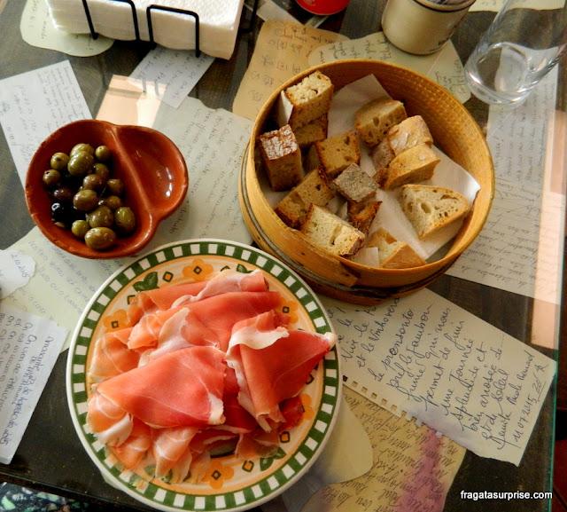 Tapas de presunto português da Taberna Dom Rodrigo, em Amarante