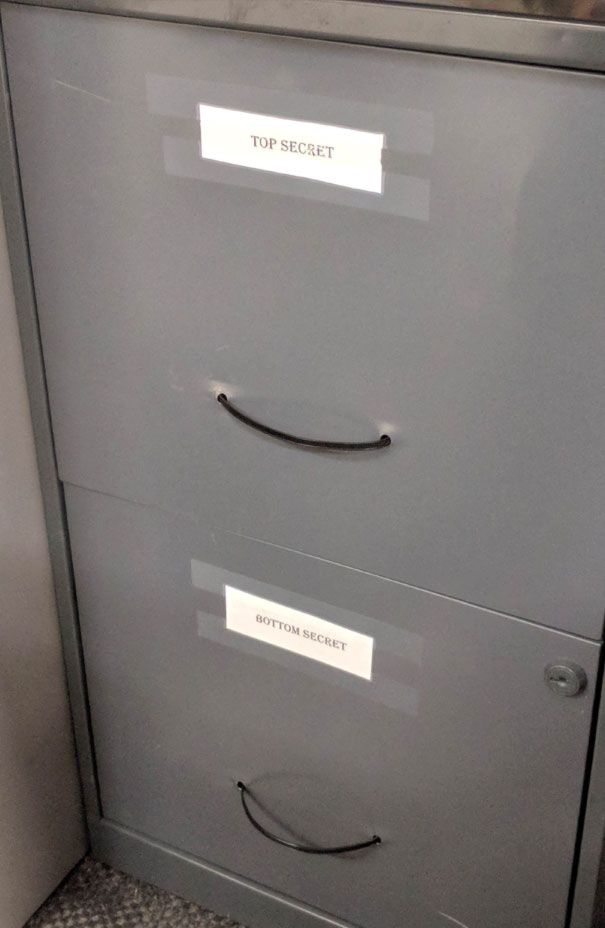 20 Hilarious Times Coworkers Used Their Creativity To Share Amusing Moments At The Office