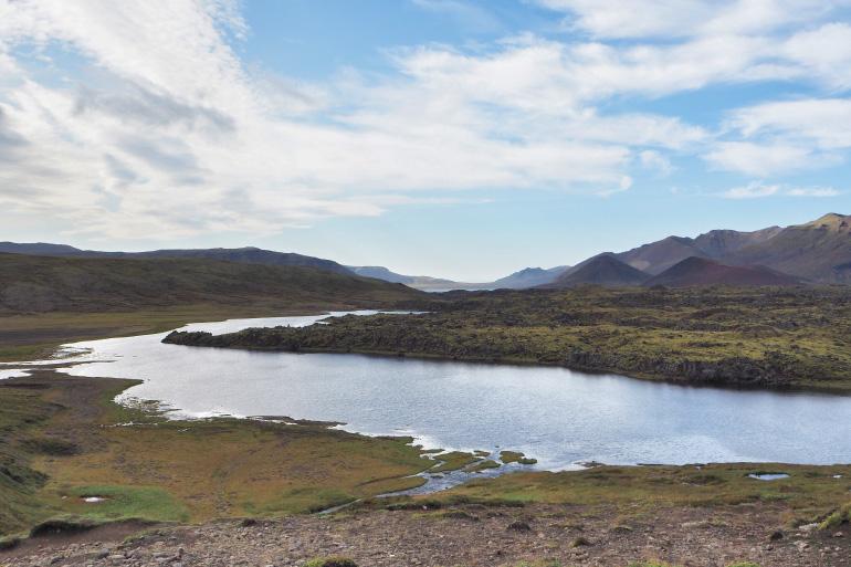 Paysage, rivière et montagne en Islande