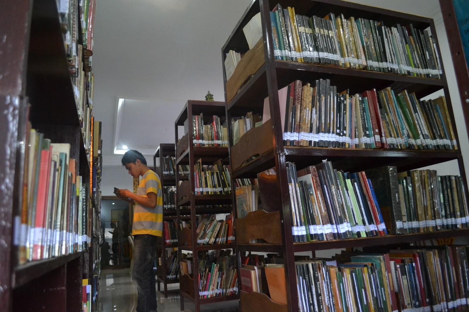 លទ្ធផលរូបភាពសម្រាប់ Perpustakaan T. Luckman Sinar