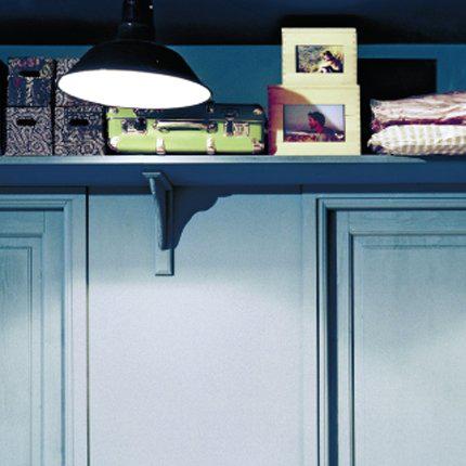 étagères en hauteur pour petits espaces et gain de place