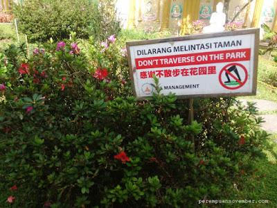 dilarang melintasi taman
