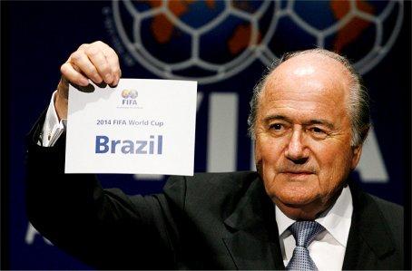 Atraso no estádio paulista irrita ministro