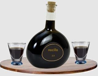 Antica ricetta del nocino, il classico liquore napoletano
