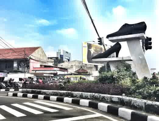 Kotamadya Bandung adalah ibu kota provinsi Jawa Barat Traveling To Bandung, Wisata Belanja Paling Populer di Indonesia
