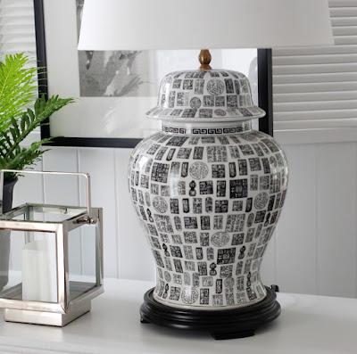 Lampa i svart och vitt från G&C.