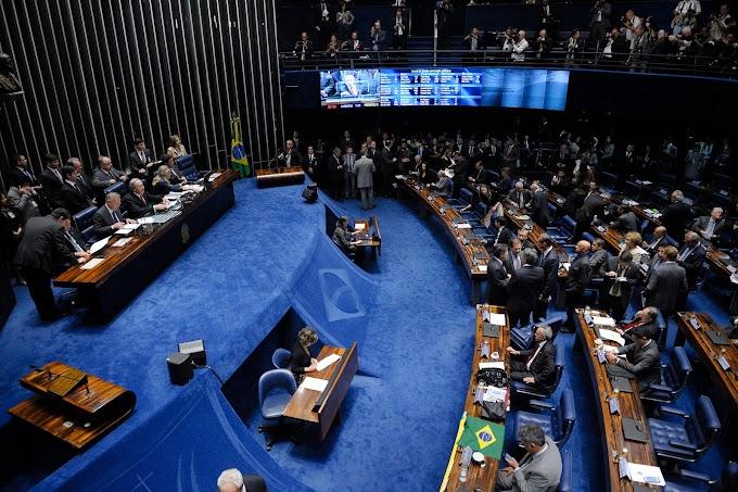 Senado aprova impeachment e Dilma é afastada definitivamente da Presidência, mas mantém funções públicas