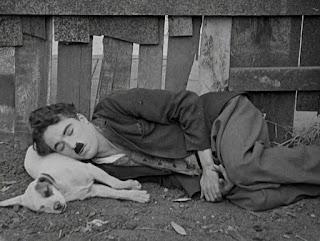 """Кадр из фильма Чарли Чаплина """"Собачья жизнь"""" / A Dog's Life (1918) - 17"""