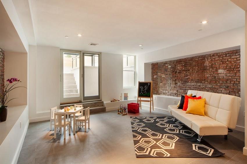 Biały apartament w kamienicy w Nowym Jorku, wystrój wnętrz, wnętrza, urządzanie domu, dekoracje wnętrz, aranżacja wnętrz, inspiracje wnętrz,interior design , dom i wnętrze, aranżacja mieszkania, modne wnętrza, czerona cegła, ściana z cegły, styl skandynawski, minimalizm, biała kuchnia