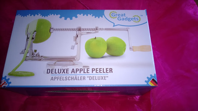In Original Karton verpackter Apfelschäler.