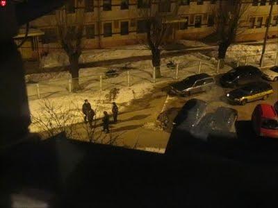 Милиция выводит в наручниках доцента Попкова из БГТУ