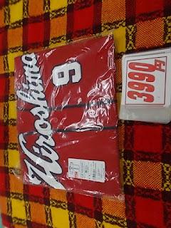 未使用品のカープビジターユニフォーム、9番丸選手2990円です。