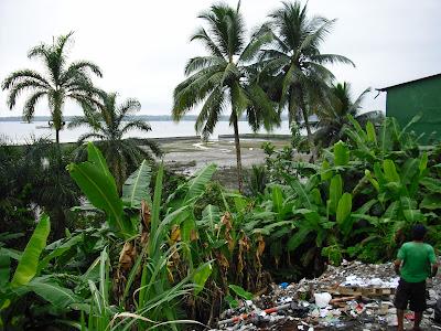 Sea, sun and rubbish - a typical Buenaventura scene
