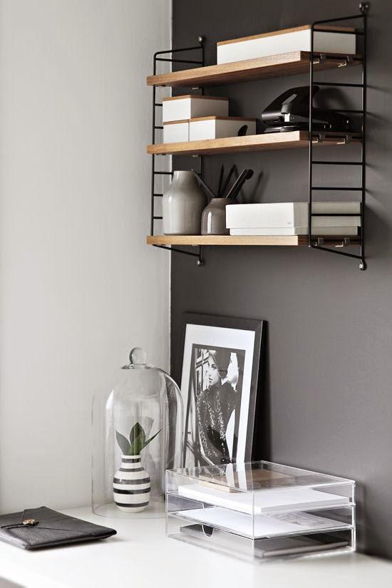 Zonas de trabajo en blanco, negro y madera
