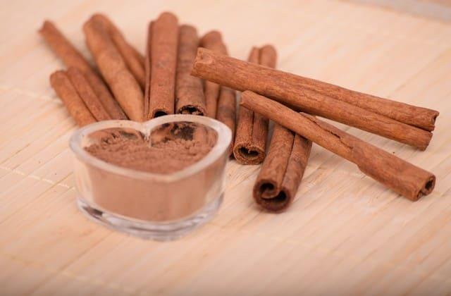 cara menghilangkan bekas jerawat dengan kayu manis