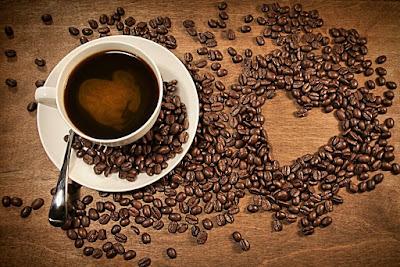 tasse-cafe-grains-en-forme-de-coeur