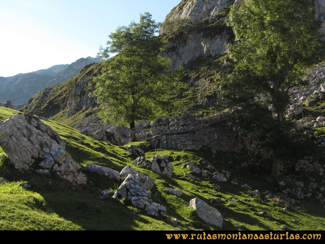 Ruta Ercina, Verdilluenga, Punta Gregoriana, Cabrones: Majada el Toyu
