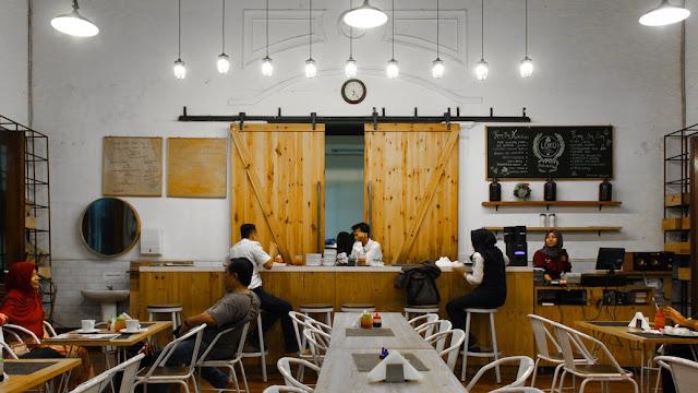 loko cafe stasiun tugu jogja